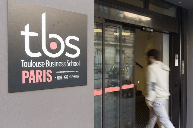 TBS Paris Campus Front office
